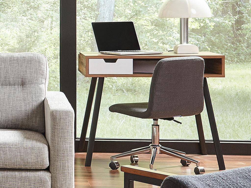 F3 Dmitri desk for students